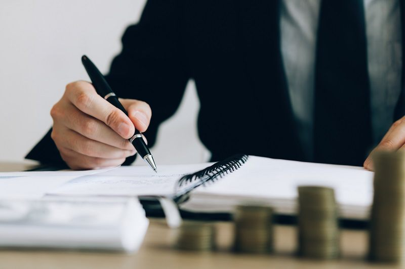 Ryczałt i karta podatkowa – jak obliczyć i zapłacić podatek?